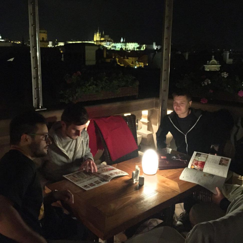 Večeře svýhledem naPražský hrad